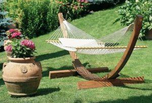 Camas de jardn balancines hamacas y tumbonas para el descanso al